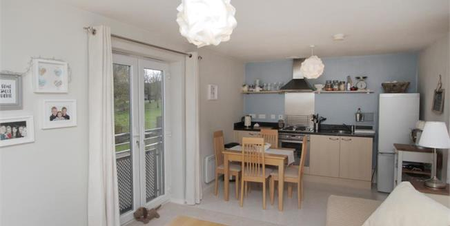 Guide Price £100,000, 2 Bedroom Flat For Sale in Halfway, S20