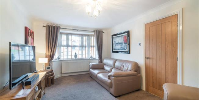 Guide Price £240,000, 3 Bedroom Detached House For Sale in Halfway, S20