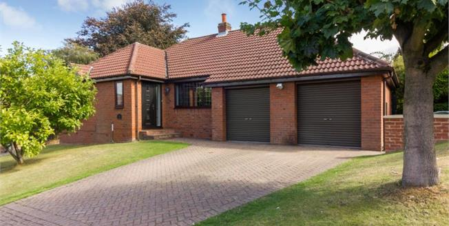 Guide Price £310,000, 3 Bedroom Detached House For Sale in Harthill, S26