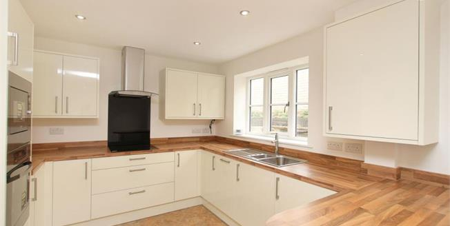 Guide Price £290,000, 4 Bedroom Terraced House For Sale in Dronfield, S18