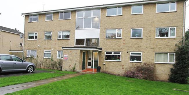 Guide Price £85,000, 2 Bedroom Flat For Sale in Sheffield, S2