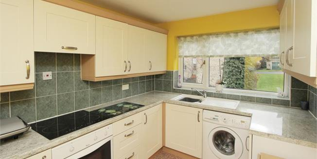 Guide Price £90,000, 2 Bedroom Flat For Sale in Sheffield, S2