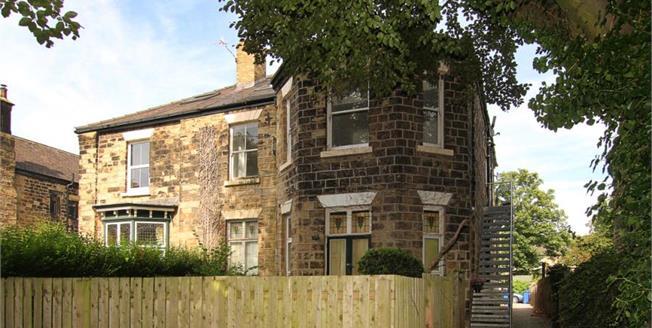Guide Price £185,000, 3 Bedroom Upper Floor Flat For Sale in Sheffield, S2