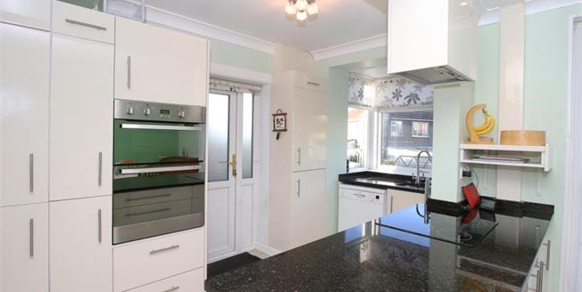 £185,000, 4 Bedroom Semi Detached House For Sale in Sheffield, S12