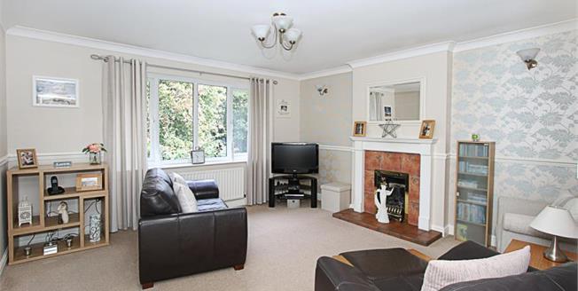 £130,000, 2 Bedroom Upper Floor Flat For Sale in Sheffield, S13