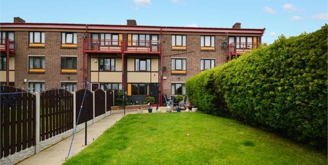 Guide Price £75,000, 3 Bedroom Ground Floor Maisonette For Sale in Sheffield, S6