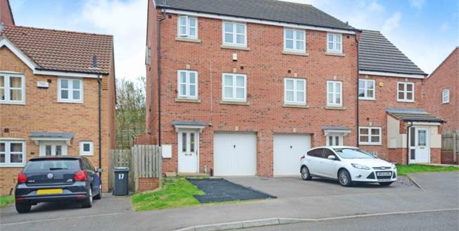 Guide Price £175,000, 4 Bedroom Town House For Sale in Sheffield, S2