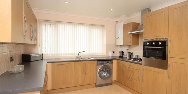 Guide Price £135,000, 2 Bedroom Upper Floor Flat For Sale in Sheffield, S8