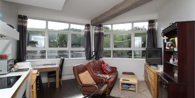 Guide Price £120,000, 2 Bedroom Ground Floor Flat For Sale in Sheffield, S8