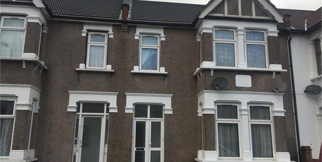Guide Price £250,000, 2 Bedroom Flat For Sale in Ilford, IG3