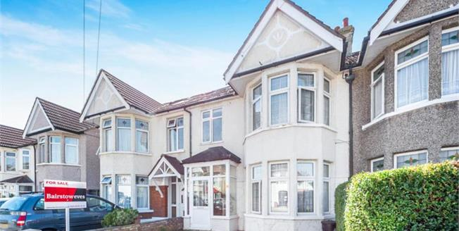 Guide Price £475,000, 4 Bedroom Terraced House For Sale in Ilford, IG3