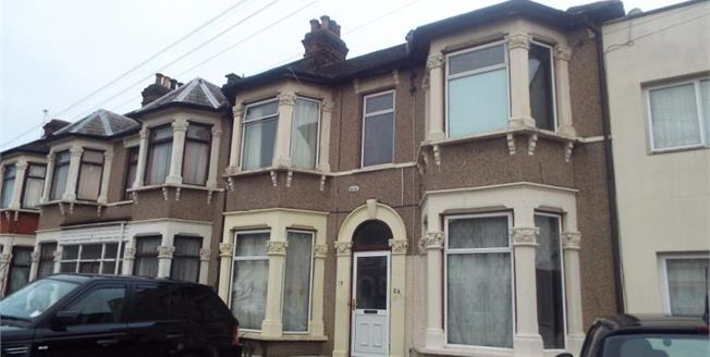 Offers in the region of £160,000, 1 Bedroom Flat For Sale in Ilford, IG3