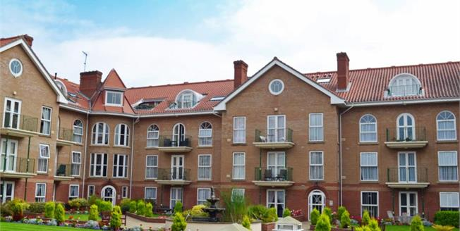 Guide Price £390,000, 3 Bedroom Flat For Sale in Cromer, NR27