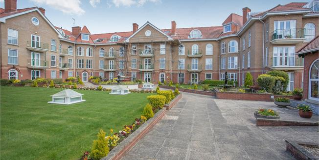 Guide Price £390,000, 3 Bedroom Flat For Sale in Cromer, NR27