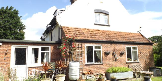 Asking Price £299,950, 3 Bedroom Semi Detached Cottage For Sale in Sidestrand, NR27
