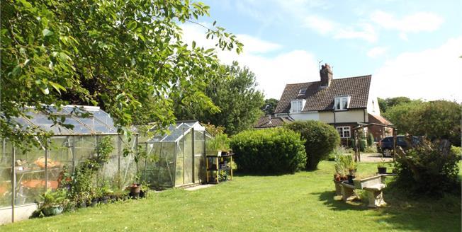 Asking Price £285,000, 3 Bedroom Semi Detached Cottage For Sale in Sidestrand, NR27