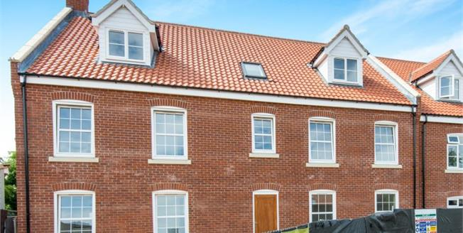 Guide Price £140,000, 2 Bedroom Upper Floor Flat For Sale in North Walsham, NR28