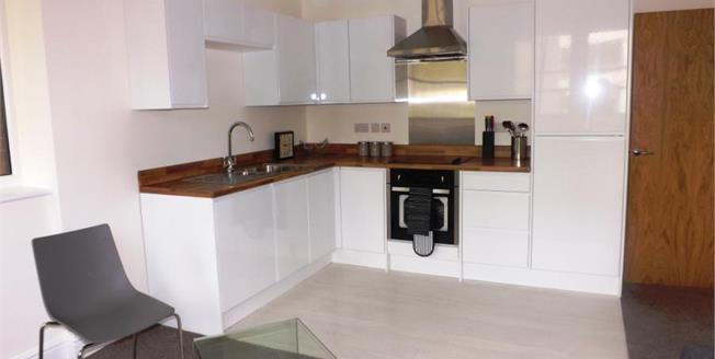 £140,000, 2 Bedroom Ground Floor Flat For Sale in Swindon, SN1
