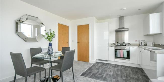 £179,950, 2 Bedroom Upper Floor Flat For Sale in The Lock, Fleming Way, SN1