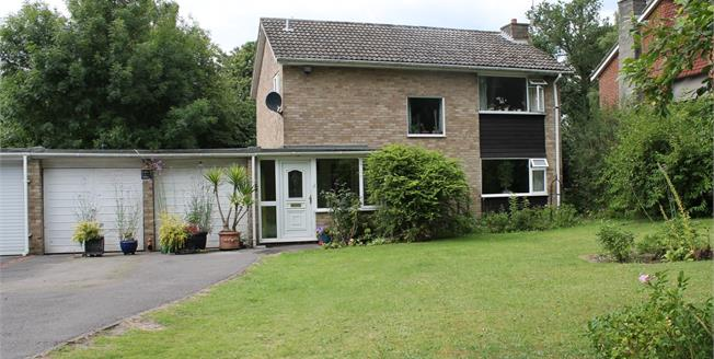 Asking Price £500,000, 3 Bedroom Detached House For Sale in Camberley, GU15