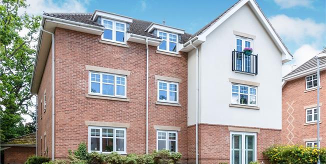 Asking Price £279,950, 2 Bedroom Flat For Sale in Lightwater, GU18