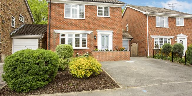 Asking Price £550,000, 4 Bedroom Detached House For Sale in Lightwater, GU18