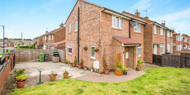 Guide Price £200,000, 3 Bedroom End of Terrace House For Sale in York, YO26