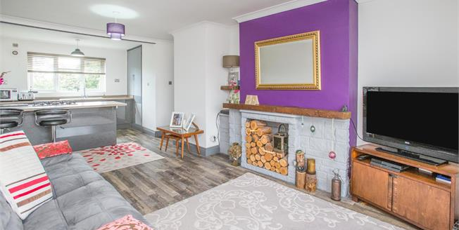 Guide Price £195,000, 2 Bedroom Flat For Sale in York, YO1