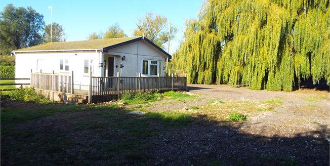 Guide Price £175,000, 2 Bedroom Detached Mobile Home For Sale in Upware, CB7
