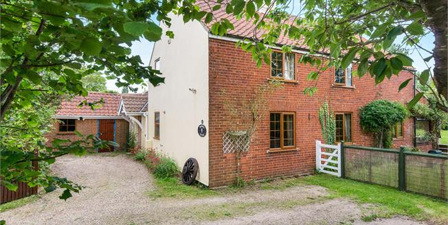 Guide Price £400,000, 4 Bedroom Detached House For Sale in Blofield, NR13