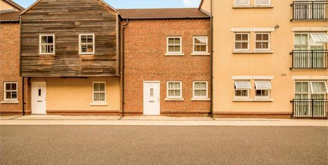 Offers in excess of £210,000, 2 Bedroom Ground Floor Flat For Sale in Aylesbury, HP19