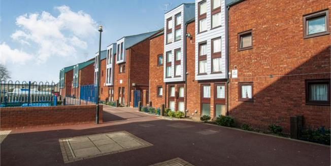 Offers in excess of £115,000, 1 Bedroom Flat For Sale in Aylesbury, HP19