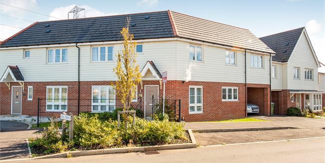 Guide Price £340,000, 4 Bedroom Terraced House For Sale in Aylesbury, HP18