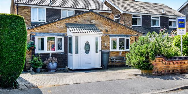 Guide Price £280,000, 4 Bedroom Detached House For Sale in Holton, IP19