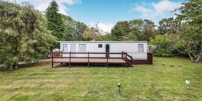 Guide Price £85,000, 2 Bedroom Mobile Home For Sale in Upper Holton, IP19