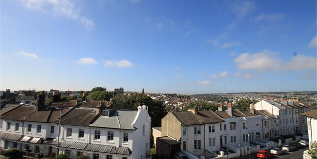 Guide Price £275,000, 2 Bedroom Flat For Sale in Brighton, BN1