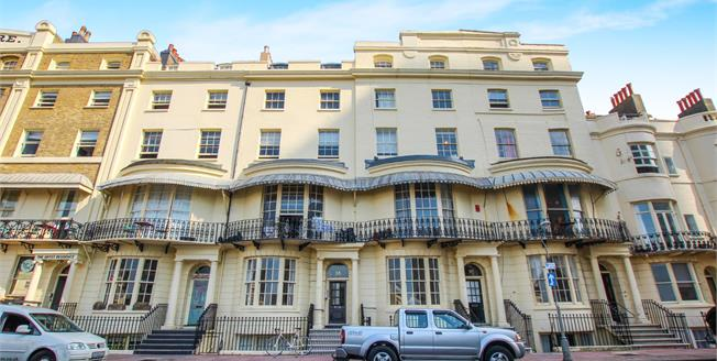 Guide Price £270,000, 1 Bedroom Flat For Sale in East Sussex, BN1