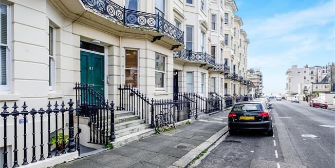 Guide Price £425,000, 3 Bedroom Flat For Sale in Hove, BN3