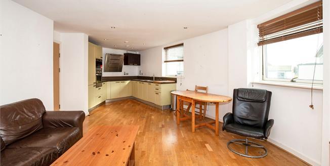 Guide Price £450,000, 2 Bedroom Flat For Sale in Brighton, BN1
