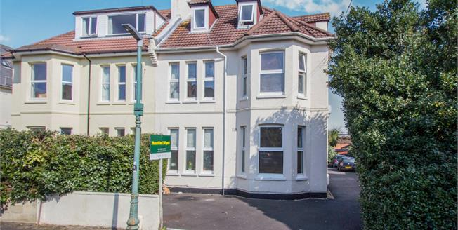 Asking Price £129,950, 2 Bedroom Flat For Sale in Bournemouth, BH1
