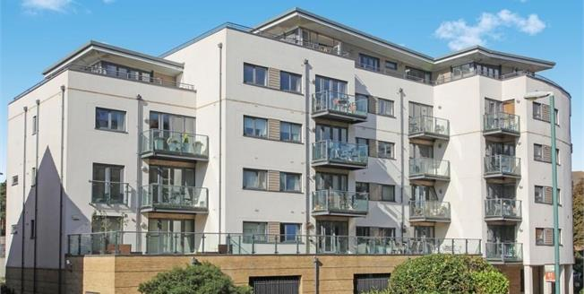 Asking Price £100,000, 2 Bedroom Flat For Sale in Boscombe, BH5