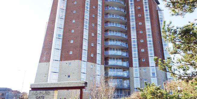 Offers Over £250,000, 2 Bedroom Flat For Sale in Bournemouth, BH2
