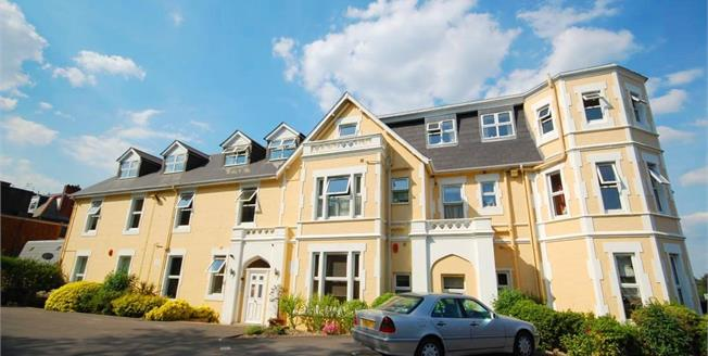 Asking Price £250,000, 2 Bedroom Flat For Sale in Bournemouth, BH2