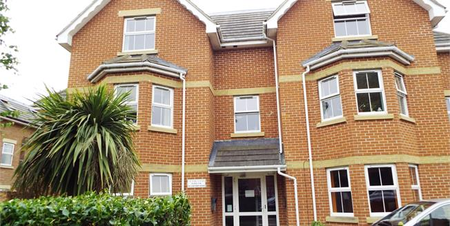 Asking Price £155,000, 2 Bedroom Flat For Sale in Bournemouth, BH8