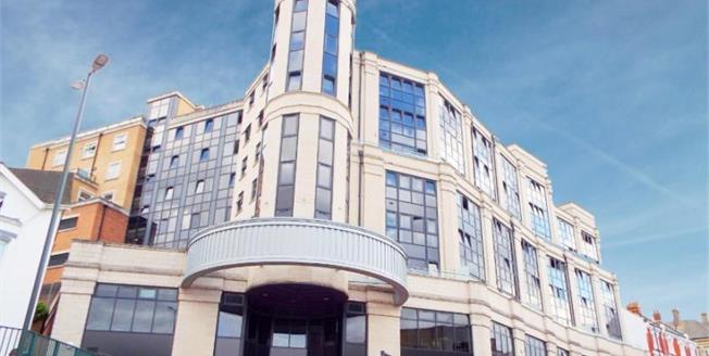 Asking Price £60,000, 2 Bedroom Flat For Sale in Bournemouth, BH2