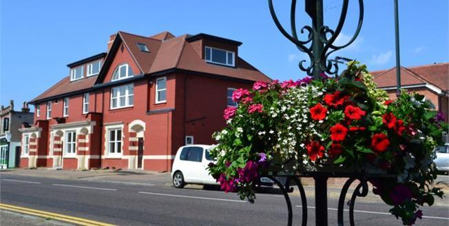 £195,000, 2 Bedroom Upper Floor Flat For Sale in Dorset, BH9
