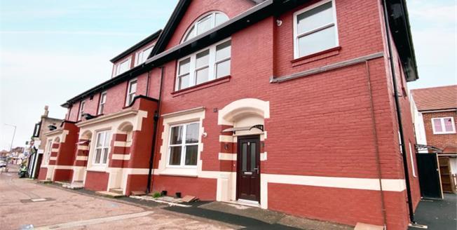 £220,000, 3 Bedroom Ground Floor Flat For Sale in Dorset, BH9