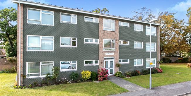 Asking Price £280,000, 3 Bedroom Flat For Sale in Highcliffe, BH23