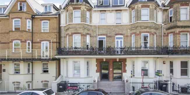 £115,000, Flat For Sale in West Hill Road, BH2