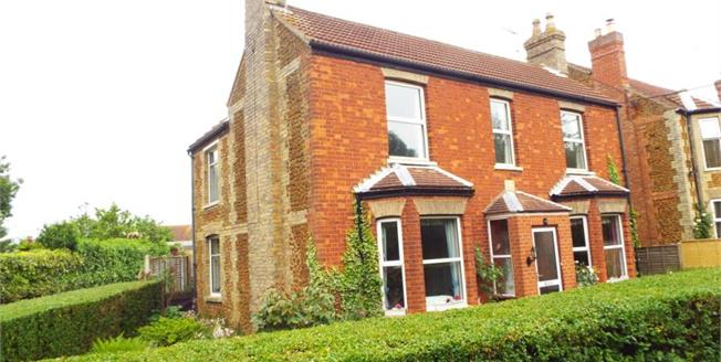 £325,000, 3 Bedroom Detached House For Sale in Heacham, PE31